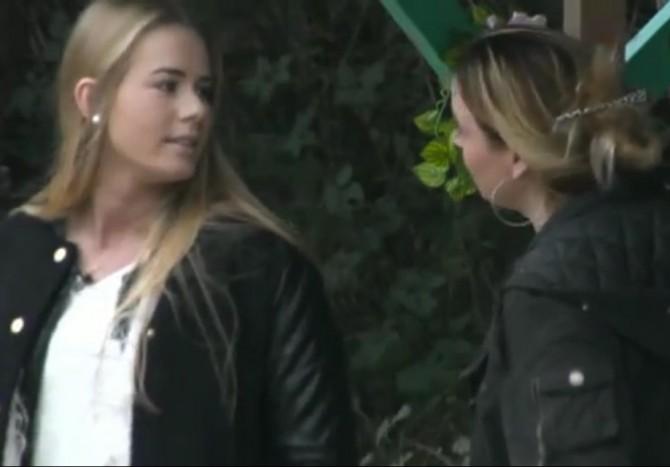 Isabella in gesprek met Naomi