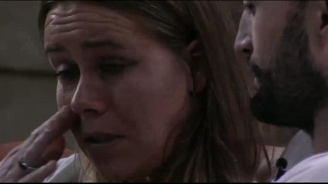 Laura huilt uit bij Mark