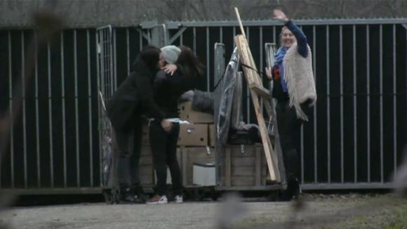 Het vertrek van Charlotte, Vanessa en Nicoline