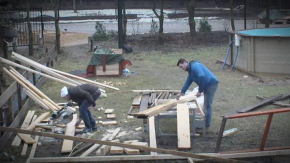 Tweepersoonsbedden…..het hout..?