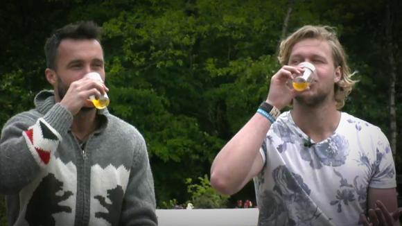 Hebben Gio, Bas en Mark urine gedronken?