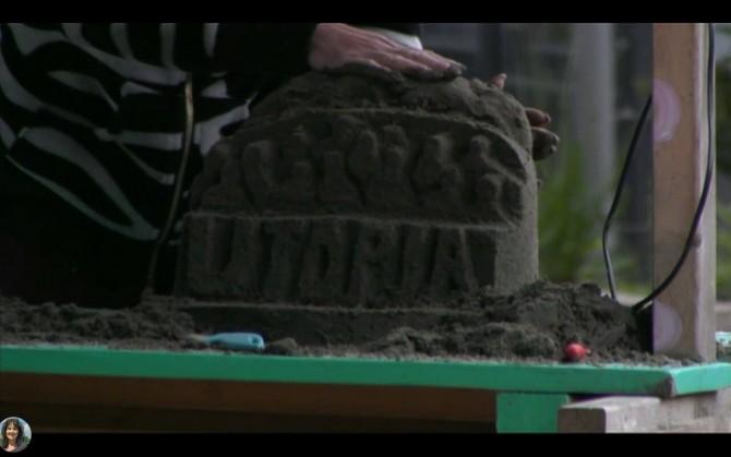 Nicole maakt een Utopia logo