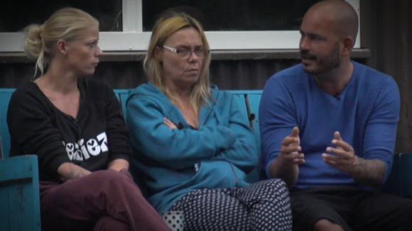 Rob, Nicole en Colinda over de agressiviteit van Ivan