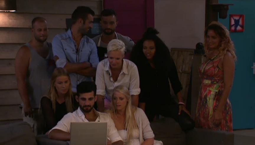 Groep kijkt mee skype