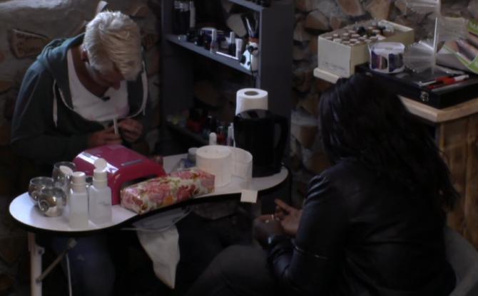 Gabriëlle ondervraagt Stefanie over Rob