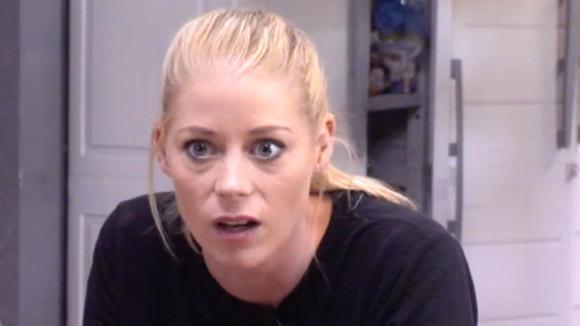 Raakt Naomi verslaafd aan pijnstillers?