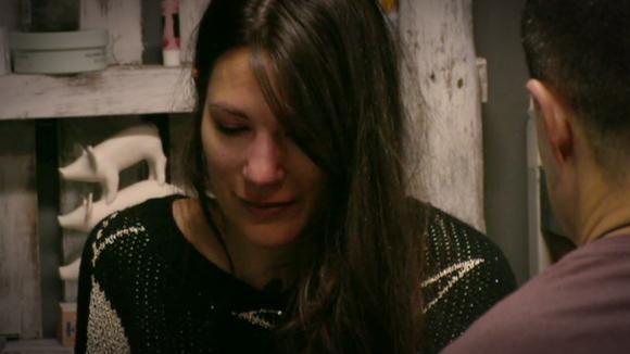 Armanda in tranen