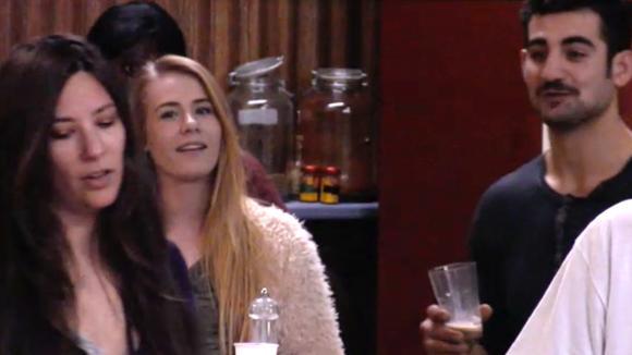 Armanda ergert zich aan het gedrag van Ivan