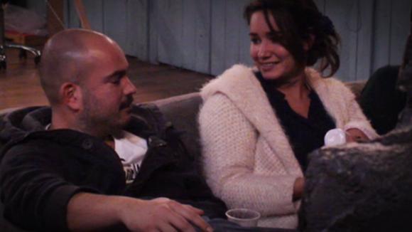 Gina legt Rob het doel van de Utopia baby uit