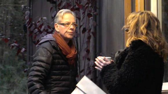 Cees vertelt Angela hoe Utopia werkt