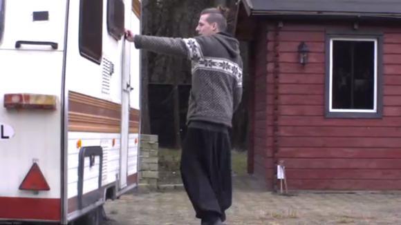 Bas heeft een caravan geregeld