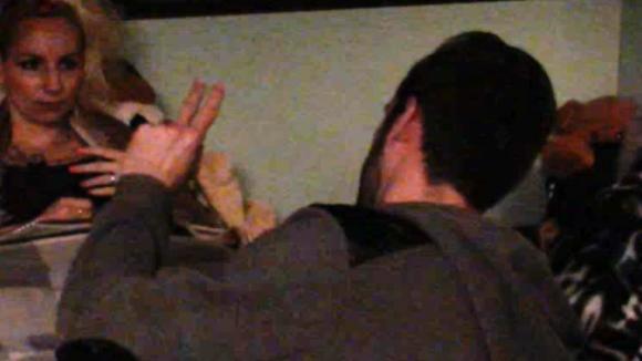 Bjorn wil met Cees praten over het feest