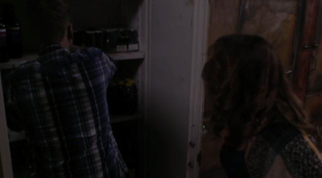 Benjamin en Gina plunderen de drankkast