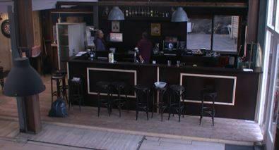 Een kleine bijeenkomst opening café