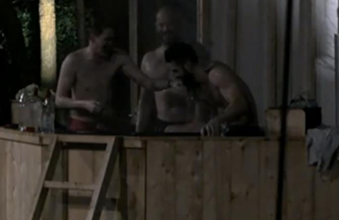 Een aantal bewoners zaten tot midden in de nacht in de hottub