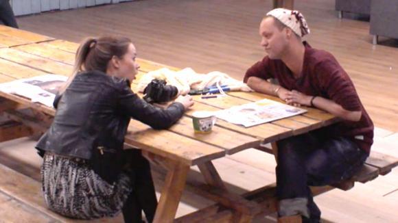 Do en Michael gaan het gesprek aan met elkaar
