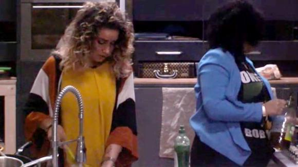 Gina en Bjorn mopperen erop los