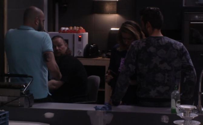 Bronno wordt aangesproken door Rob