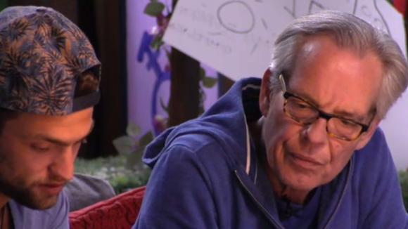 Cemal vraagt Cees om hulp bij de zoektocht naar zijn biologische vader