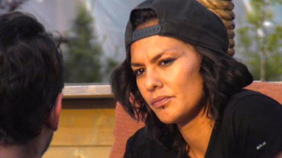 Jessie vindt Rowena een I don't f*cking care houding hebben