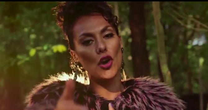 Bekijk de officiële videoclip van Gebed zonder End