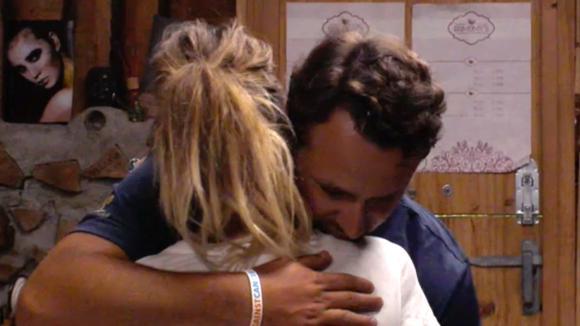 Billy huilt uit bij Jessie na confrontatie met Ruud