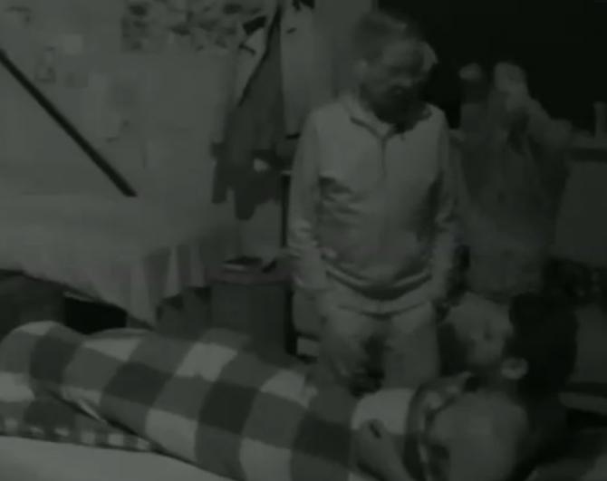 Billy slaapt weer bij Ruud