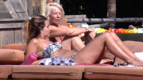 Karin en Gina in gesprek over de financiële crisis