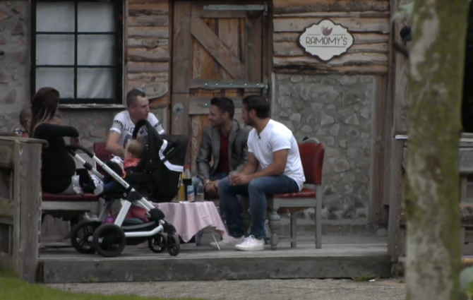 Ouders van toekomstige Utopia baby komen op bezoek