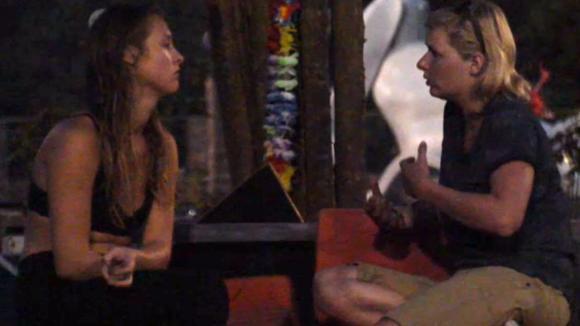 Rianne praat met Romy omdat ze elkaar niet zo goed liggen