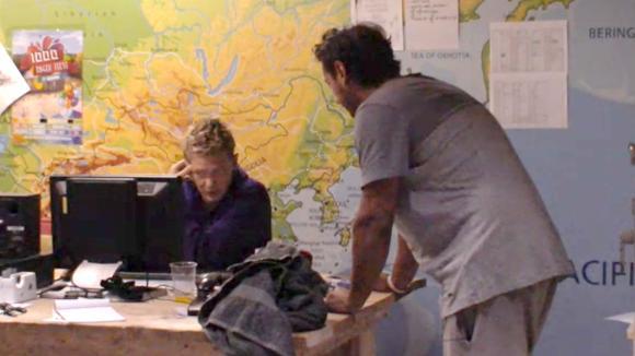 Benjamin en Jessie bespreken wat er besproken moet worden in het centraal
