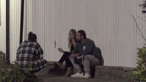 Billy vertelt aan Rowena dat Ruud niet verliefd zou zijn op haar