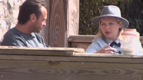 Jessie praat met Rianne over haar gevoelens