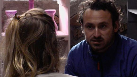 Billy is bang dat er wat tussen Jessie en Romy gaat gebeuren