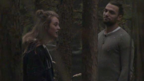 Romy besluit met Cemal te praten over hun relatie
