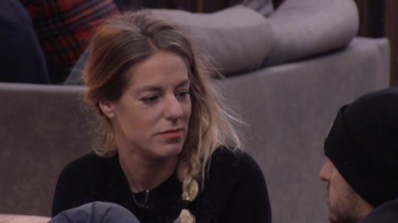 Billy vraagt of ze bij Jessie mag slapen op de boot, maar dat mag ze niet
