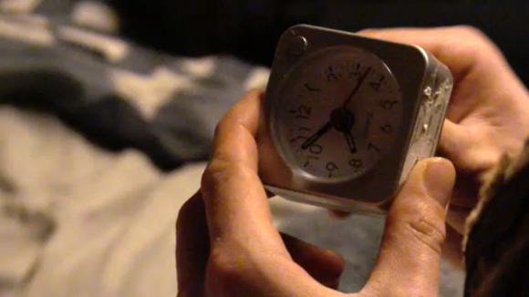 Bas, Jessie en Do zetten elf wekkers die midden in de nacht afgaan