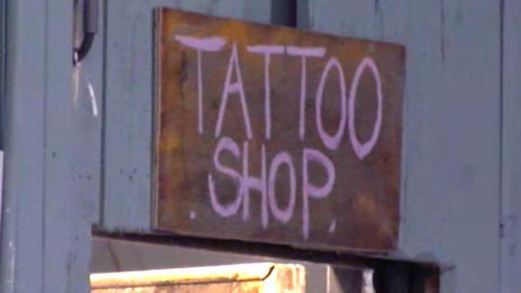Boyd krijgt de tattoo shop