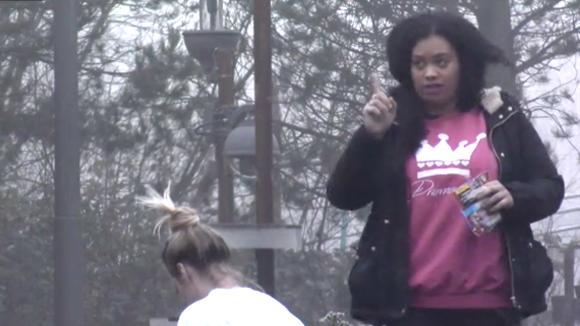 Ramona helemaal over de rooie door het sloop plan van Boyd en Jessie