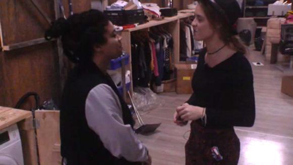 Ramona vraagt Romy om een bijzondere gunst