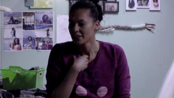 Rowena niet blij omdat ze haar werkplek de studio nu kwijt is
