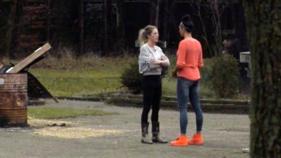 Rowena ondervraagt Billy, heeft ze nog gevoelens voor Ruud?