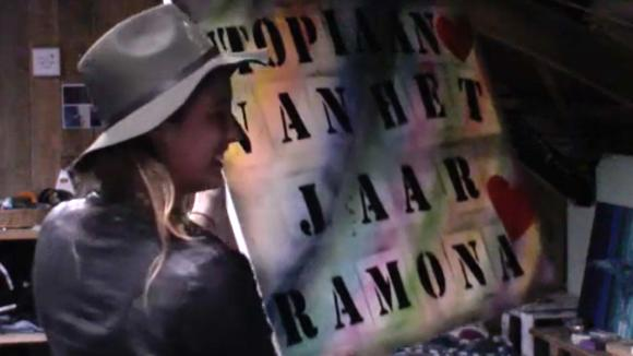 Romy krijgt een verrassing voor haar campagne voor de Utopiaan van het jaar verkiezing