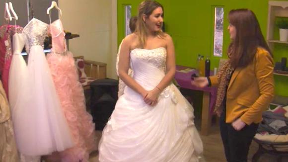 Gina kiest een prinsessenjurk uit voor haar feest