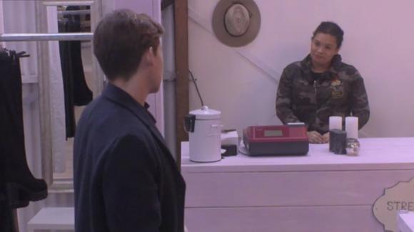 Bas overtuigd Ramona om weer af te vallen