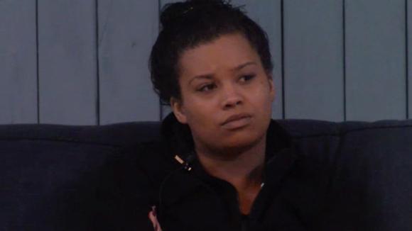 Ramona twijfelt of Romy wel de juiste persoon is om de bar over te nemen