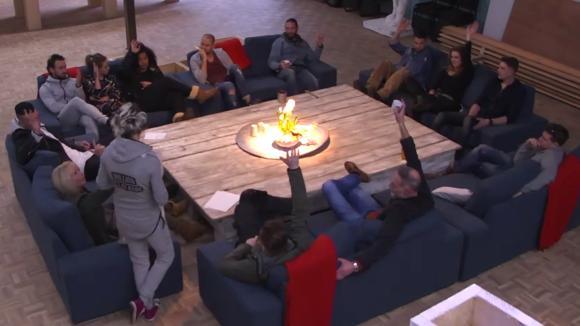 Victoria presenteert de verzoeningscommissie aan de groep