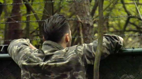 Cemal krijgt onverwachts verjaardagsbezoek aan het hek