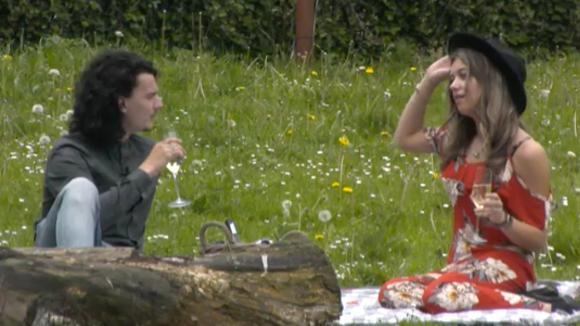 Fay gaat romantisch op date met Chipp