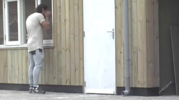 Billy leert Jessie een lesje en houdt de sleutels van het penthouse achter